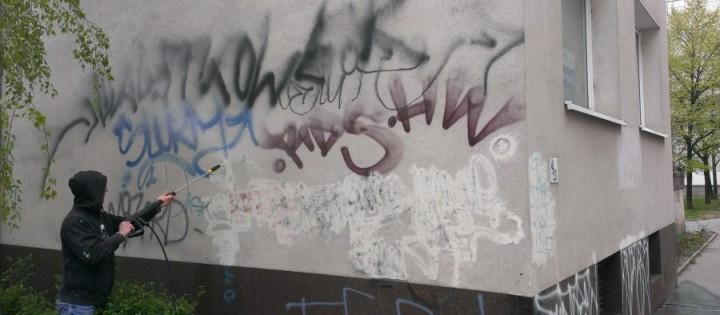 Odstranění graffity na budovách v Ostravě