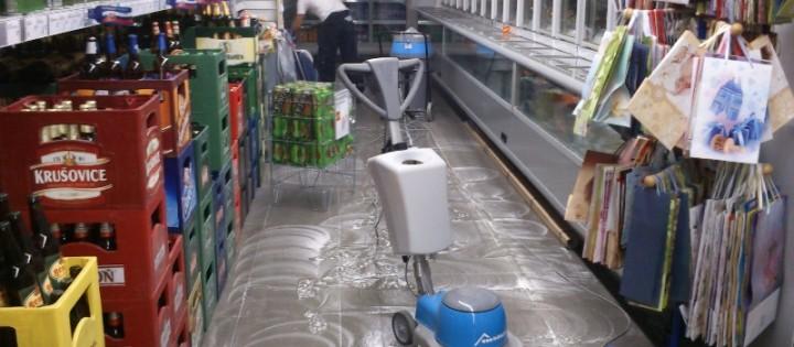 strojové hloubkové mytí podlah