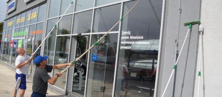 čištění výloh a oken